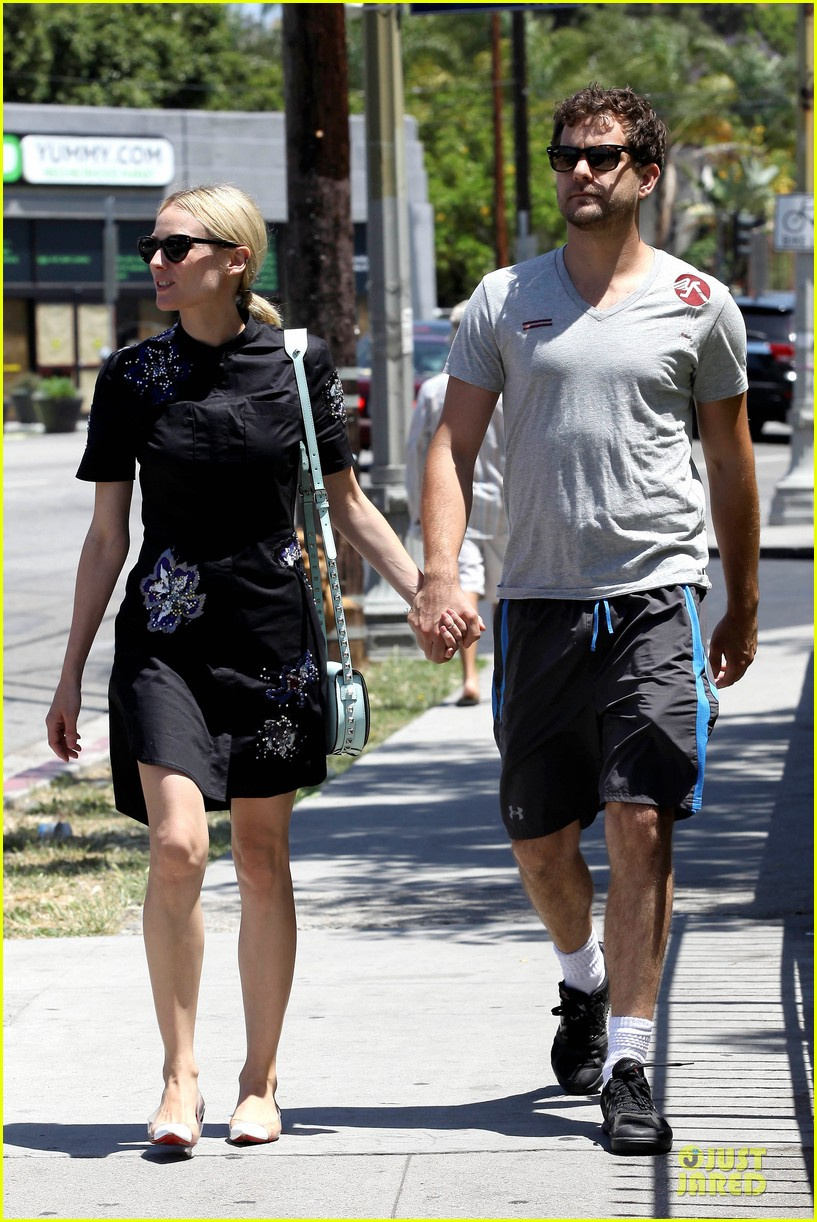 diane kruger hold hands after lunch 11