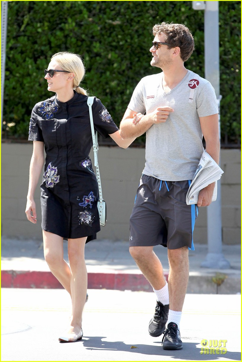 diane kruger hold hands after lunch 19