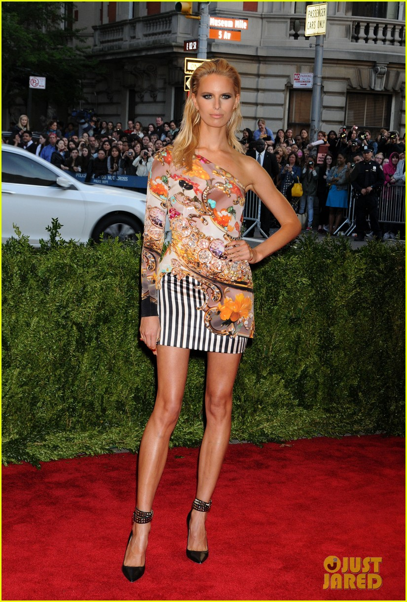 karolina kurkova hillary rhoda met ball 2013 red carpet 032865116