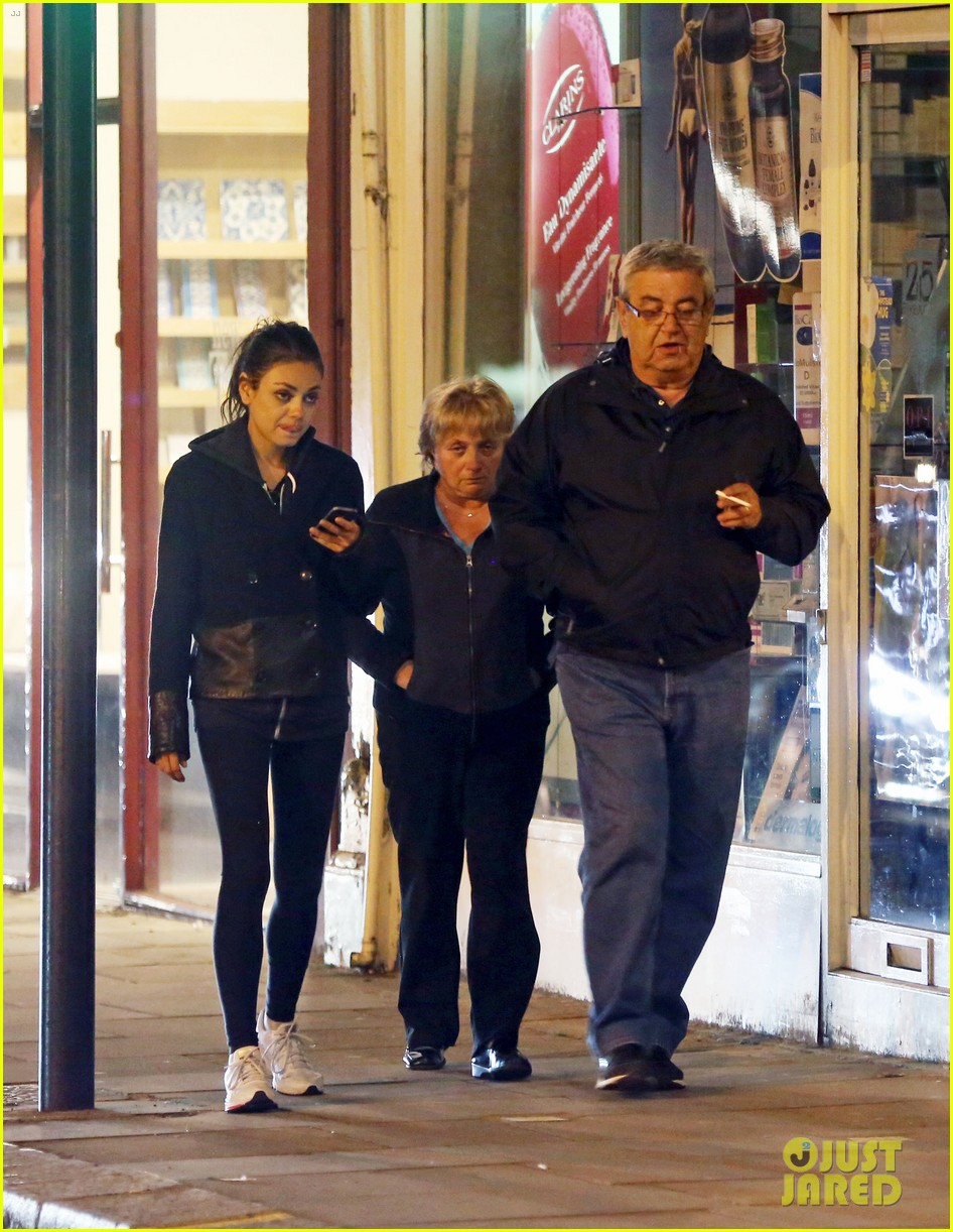 ashton kutcher travels home mila kunis hangs with parents 052874825