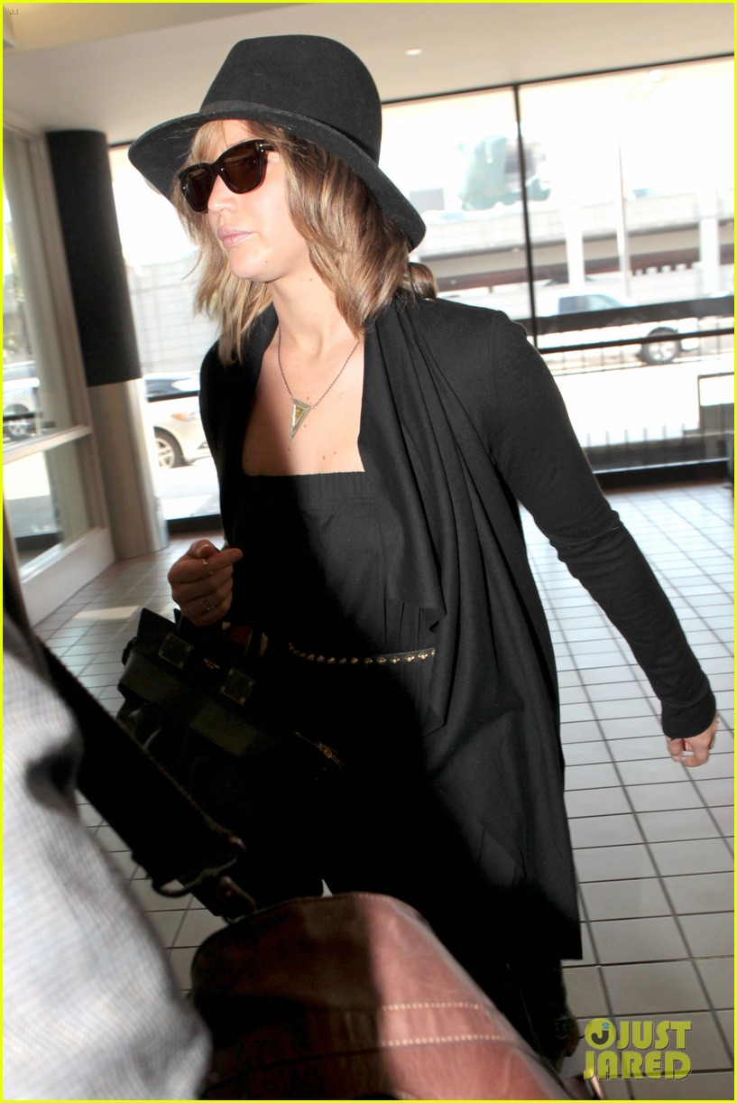 jennifer lawrence jets off to montreal for x men shoot 01
