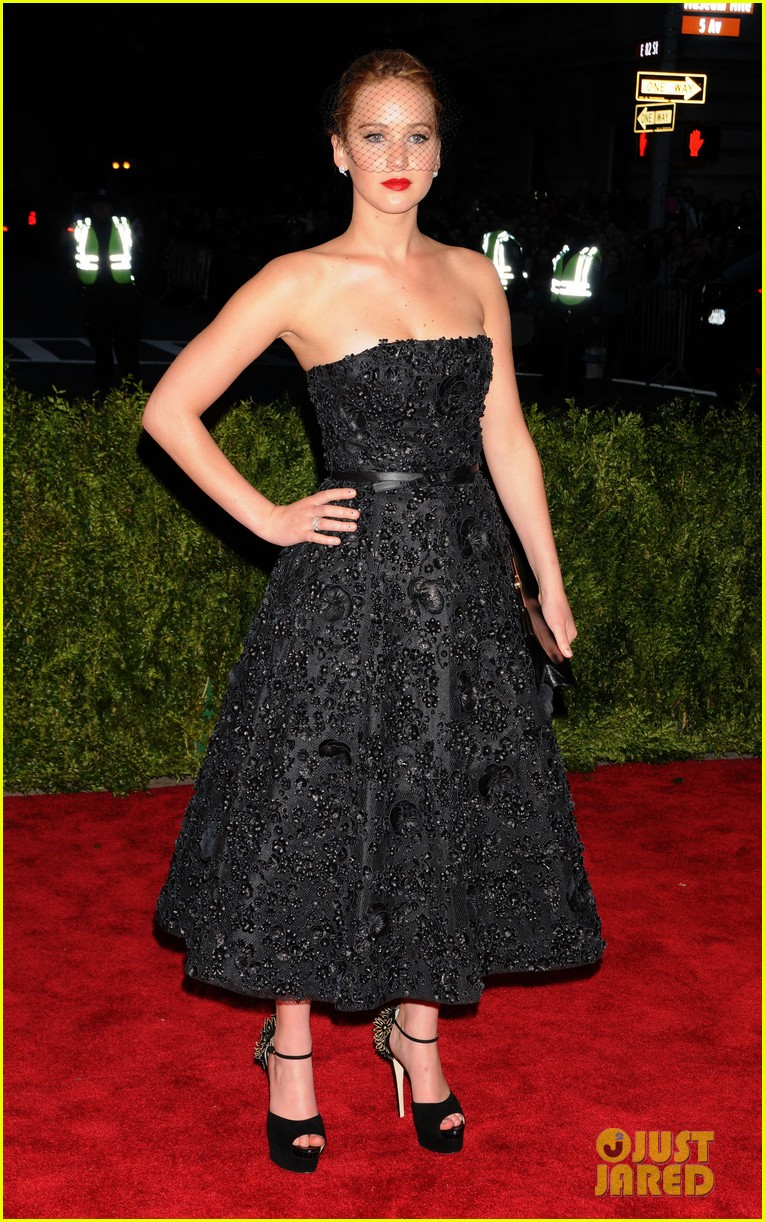 jennifer lawrence met ball 2013 red carpet 032865258