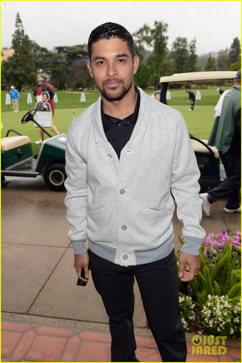 adam levine george lopez celebrity golf classic 2013 03