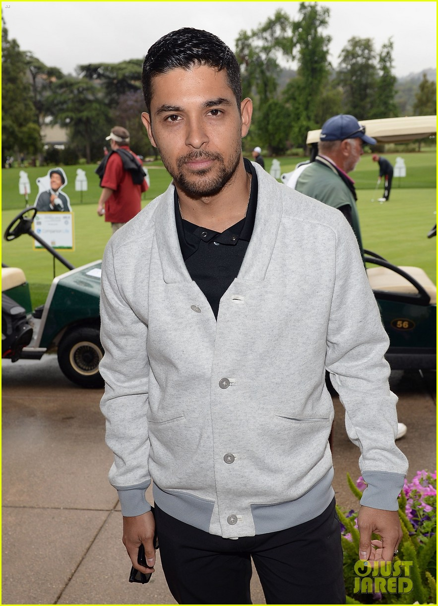 adam levine george lopez celebrity golf classic 2013 16