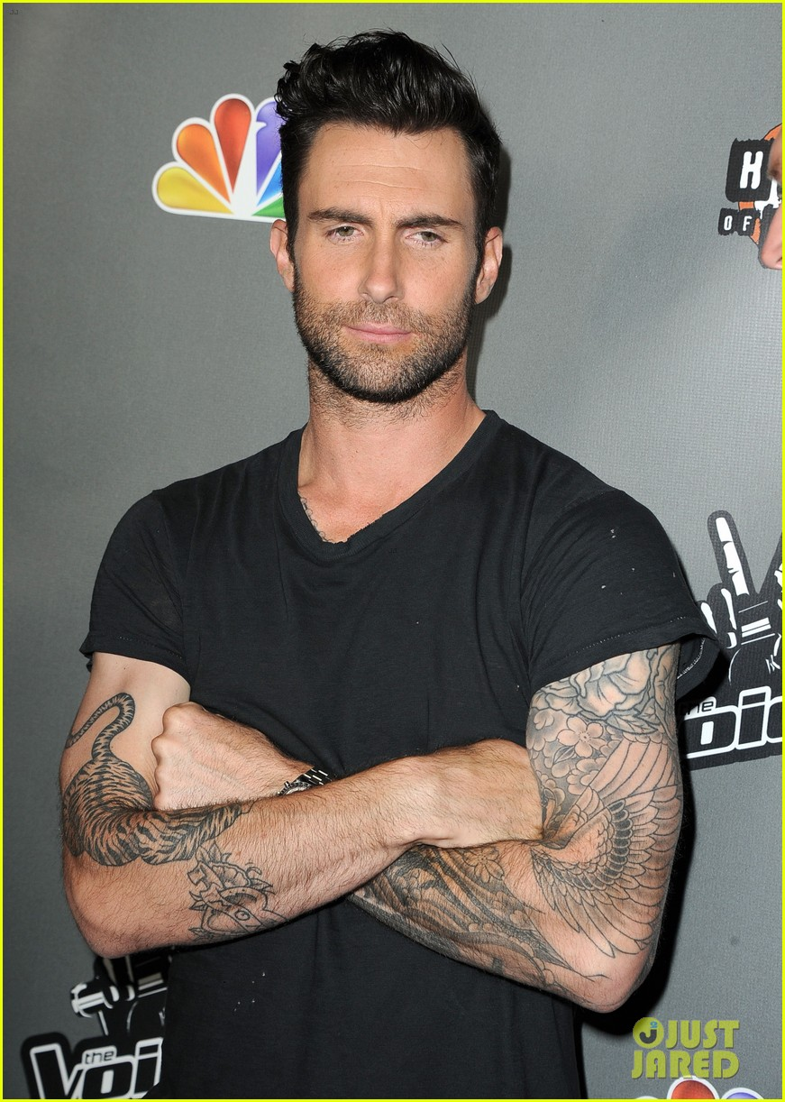 adam levine shakira the voice season 4 finalists party 052867120