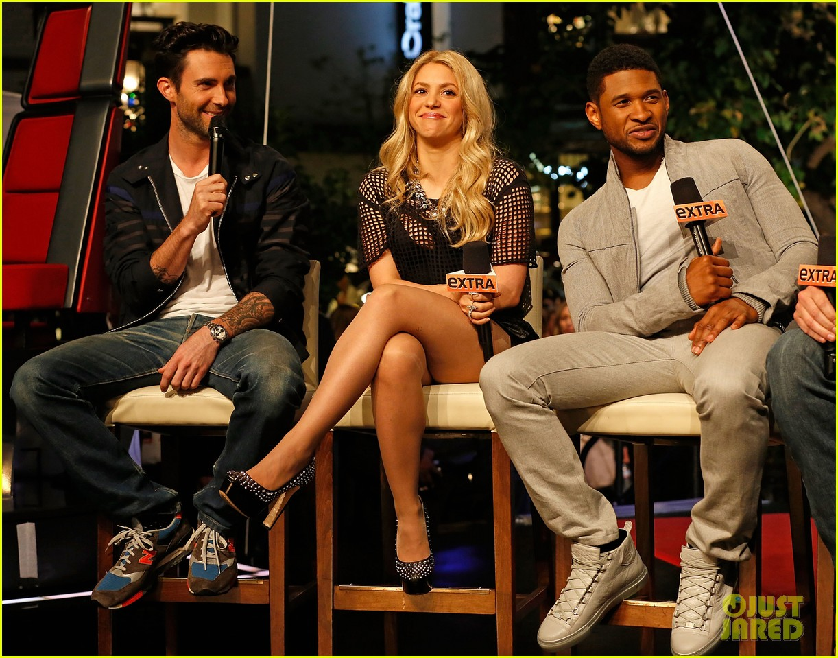 adam levine shakira the voice on extra 122865830