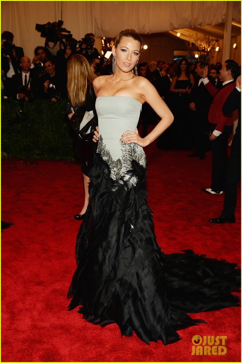blake lively met ball 2013 red carpet 012865233