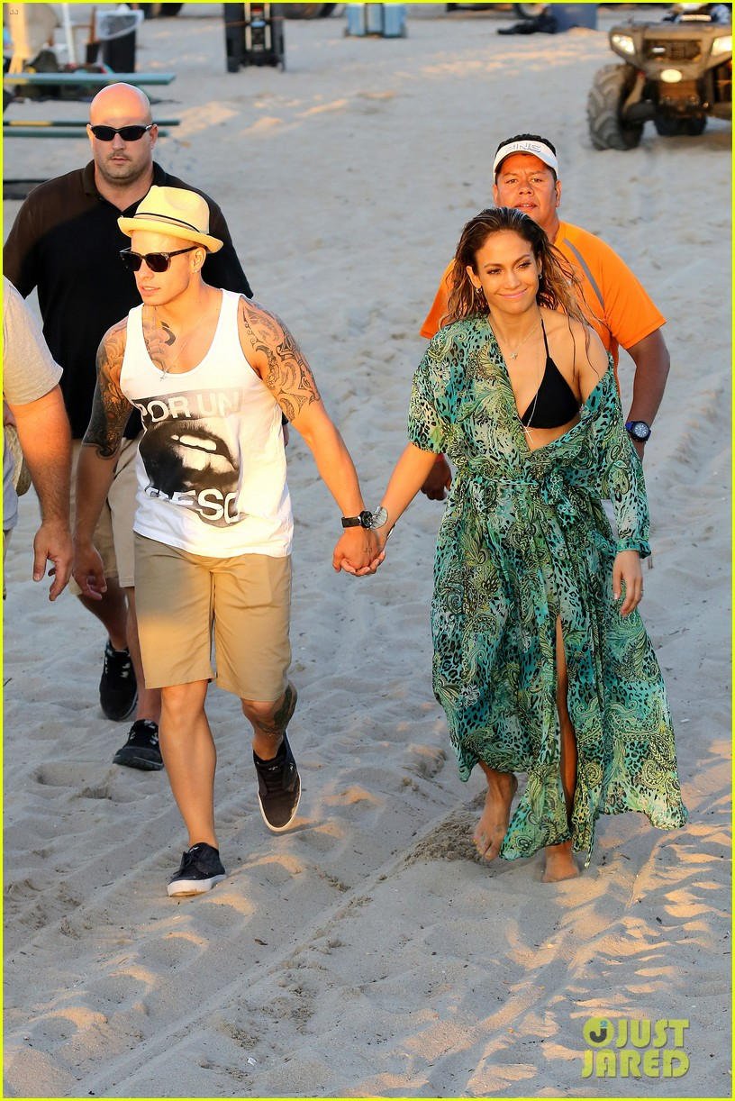 jennifer lopez music video set with shirtless casper smart 03
