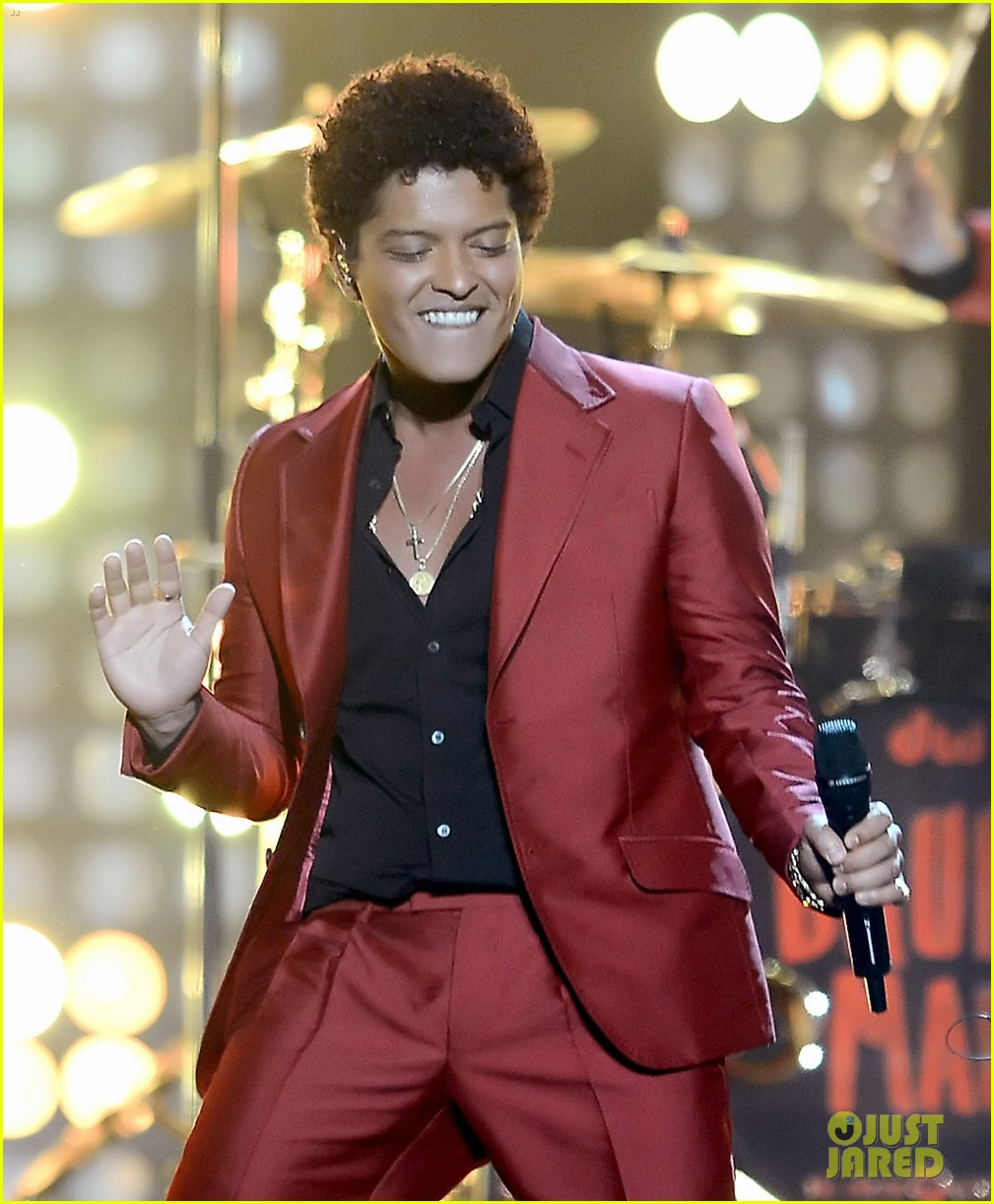 bruno mars billboard music awards 2013 performance video 09