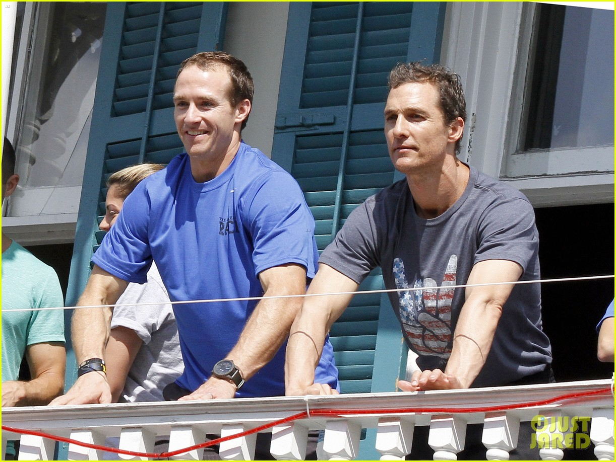 matthew mcconaughey amazing race event with drew brees 23