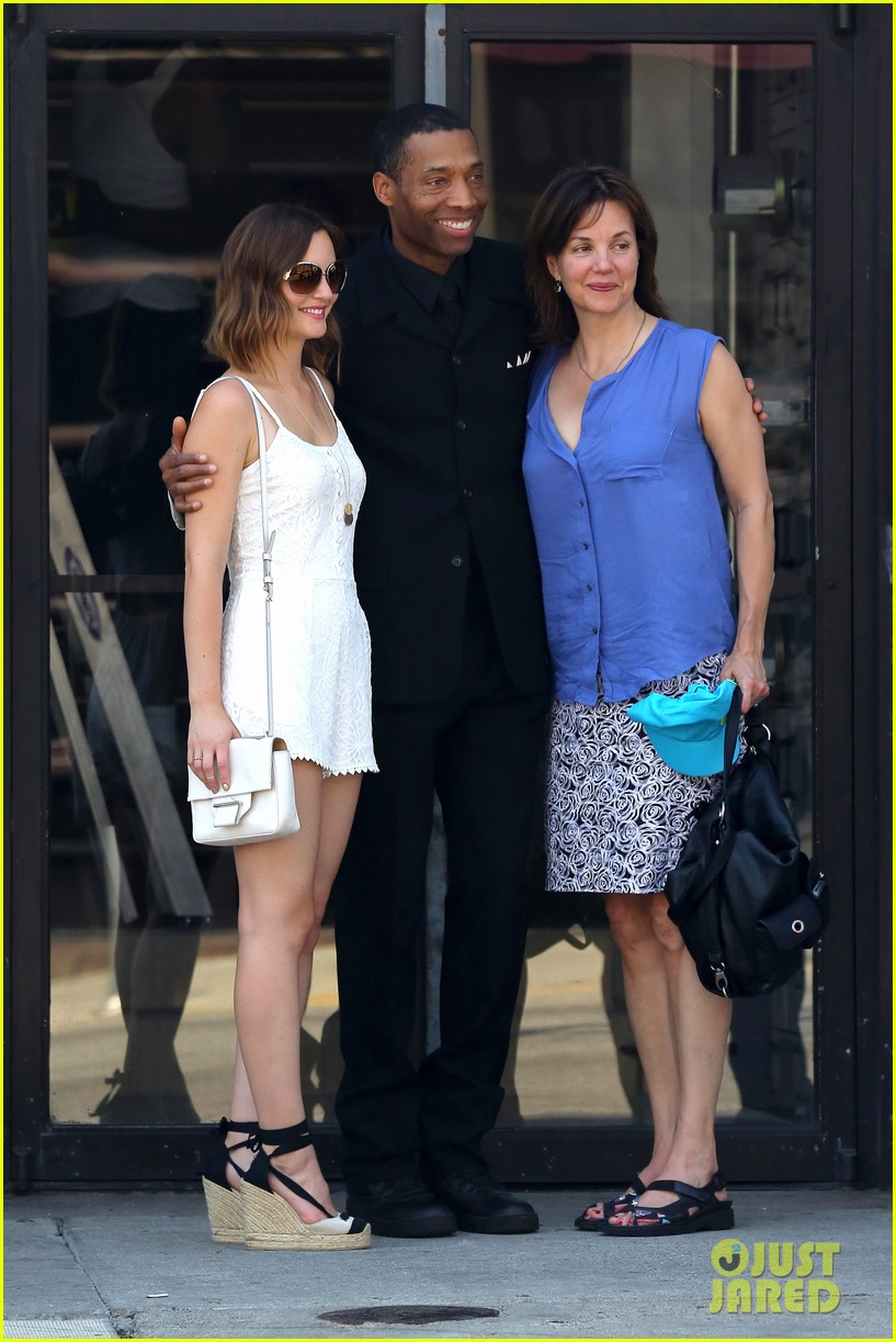 leighton meester mothers day with gossip girl mom 01