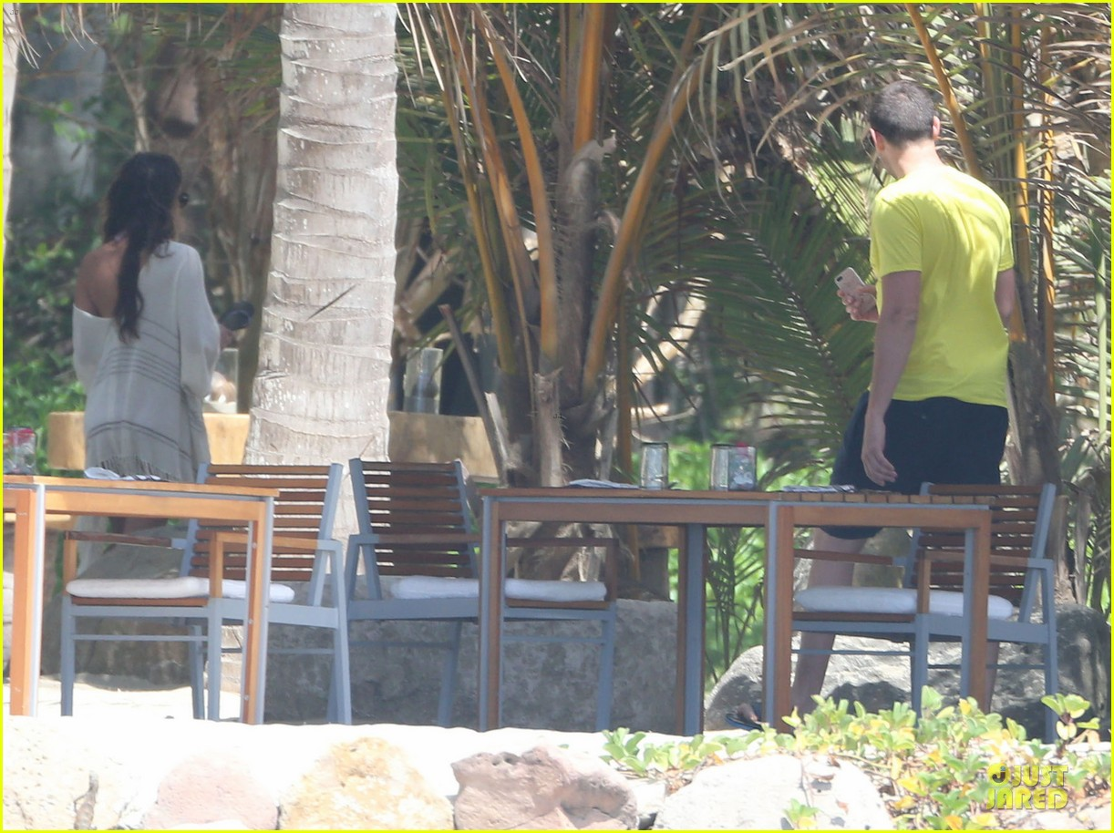 lea michele cory monteith beach lunch in mexico 20