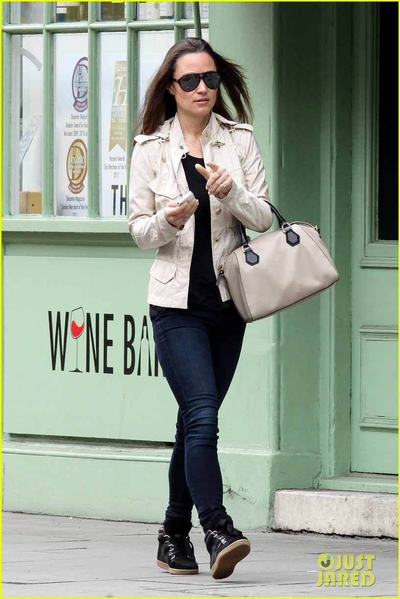 pippa middleton goes casual chic in london 03