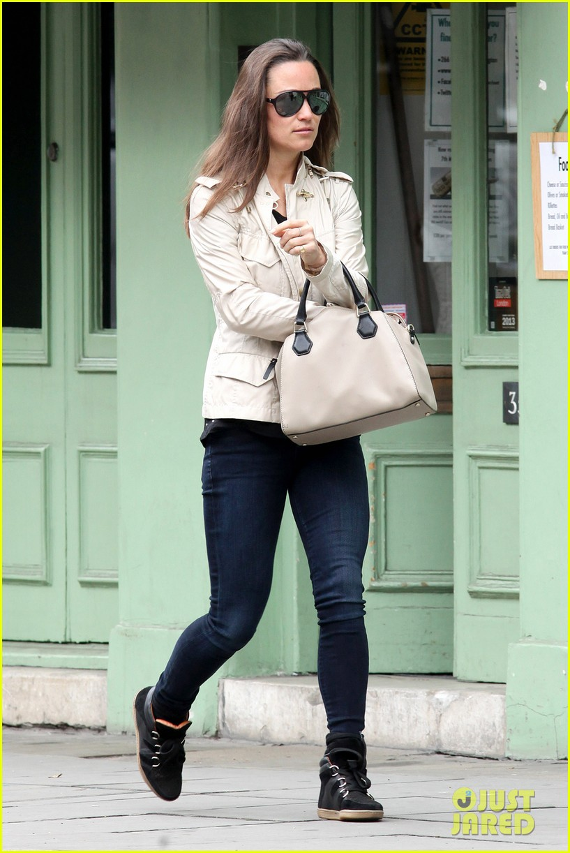 pippa middleton goes casual chic in london 082867241