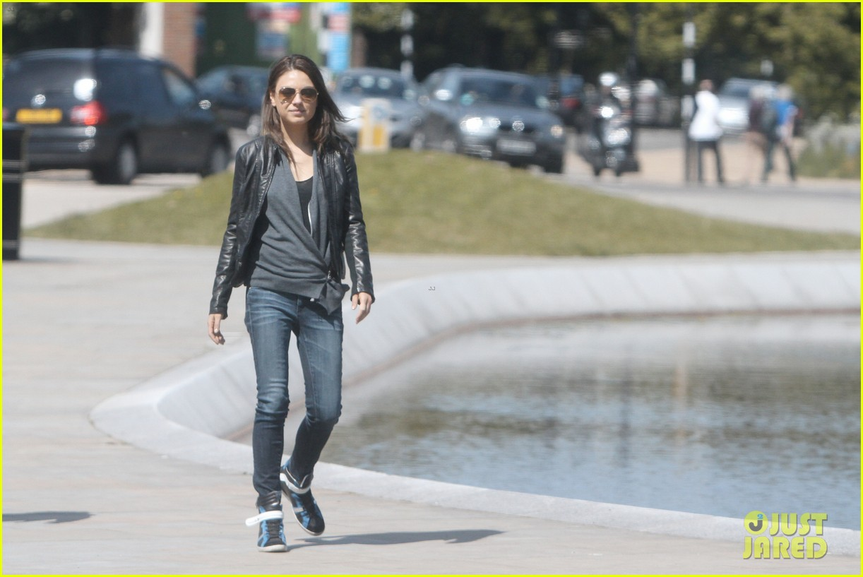 mila kunis takes a london stroll with her parents 03