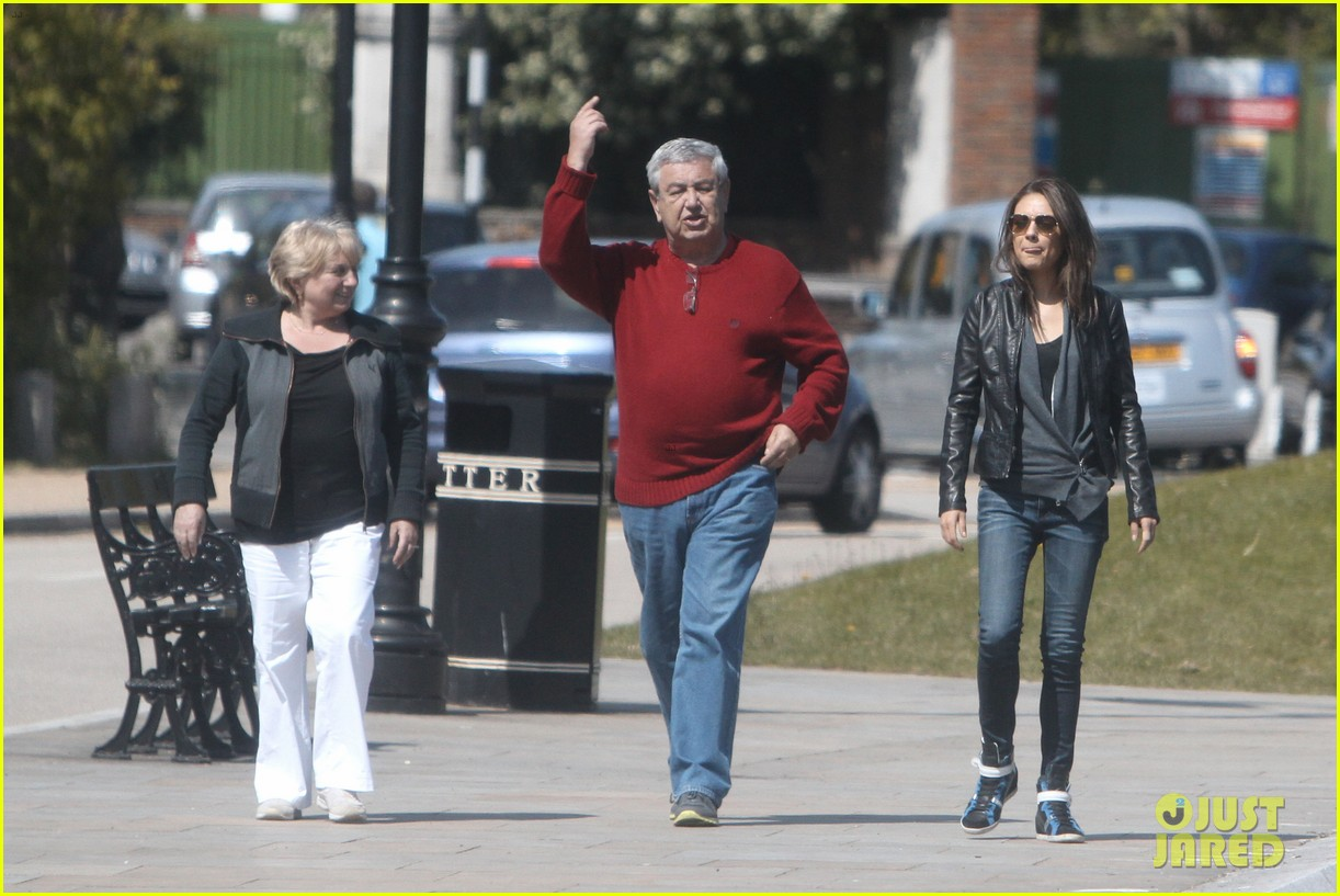 mila kunis takes a london stroll with her parents 05
