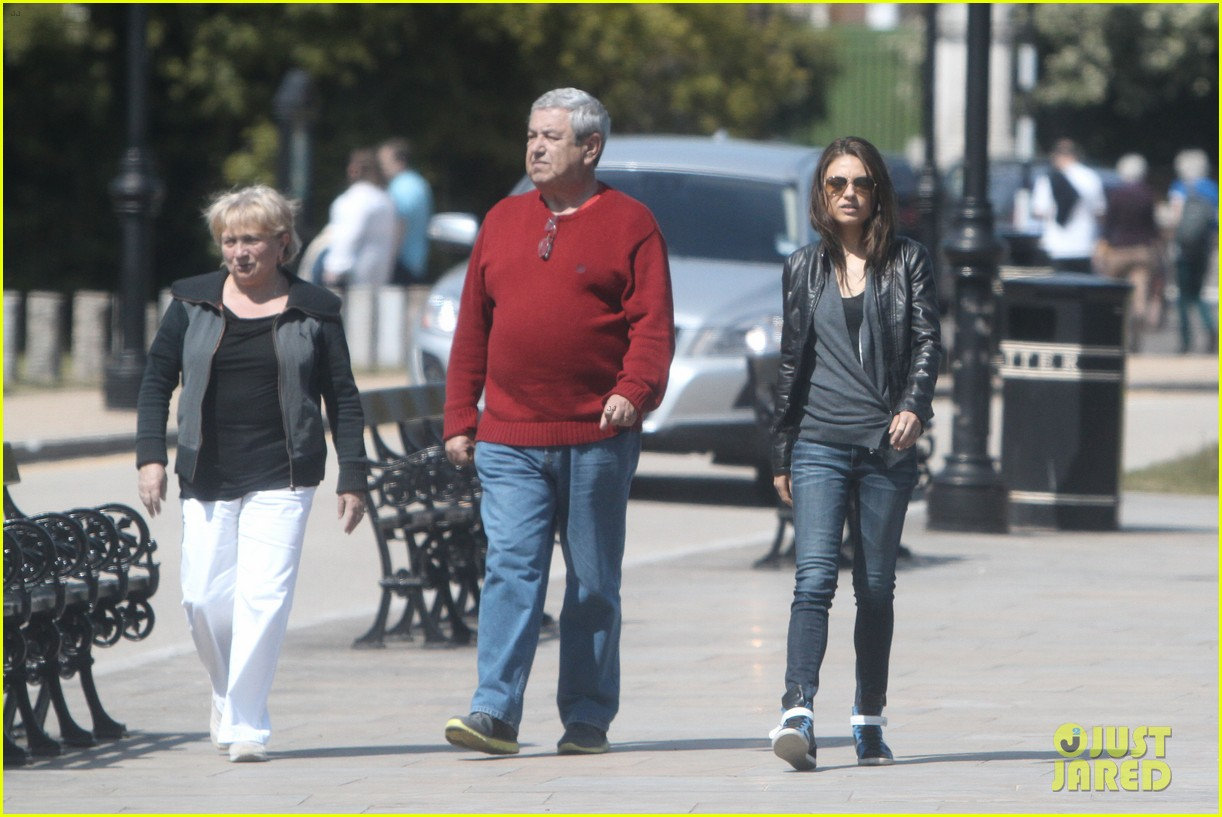 mila kunis takes a london stroll with her parents 202878626