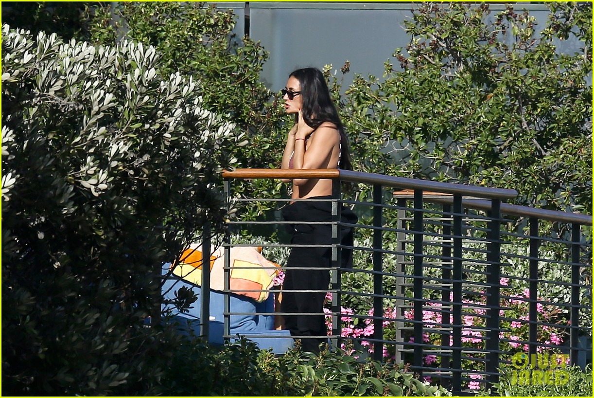demi moore rocks bikini poolside in malibu 082874449