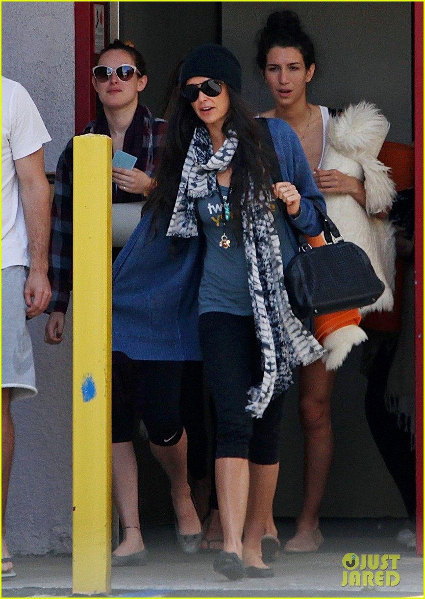 demi moore rumer willis leave yoga class together 052871007