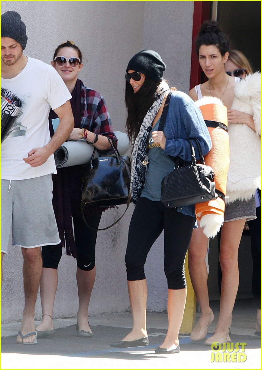 demi moore rumer willis leave yoga class together 192871021