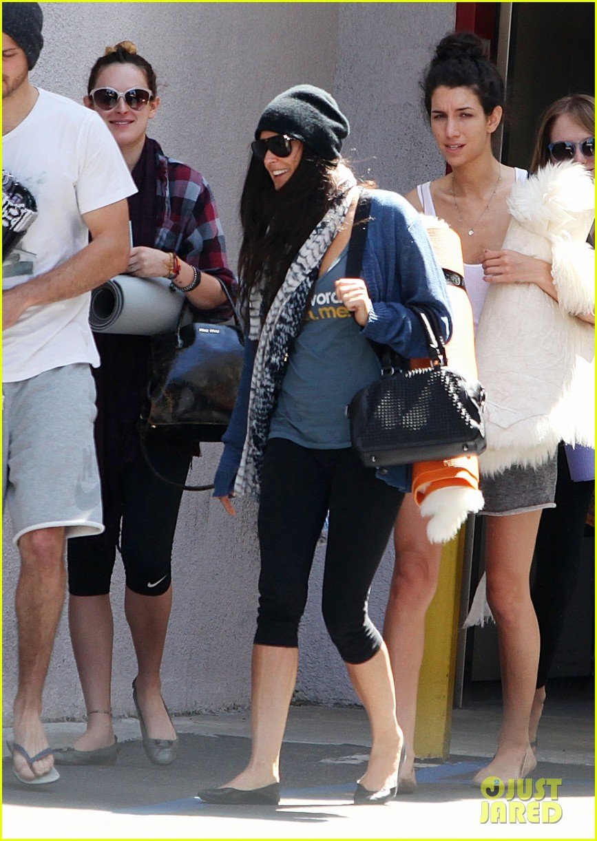 demi moore rumer willis leave yoga class together 22
