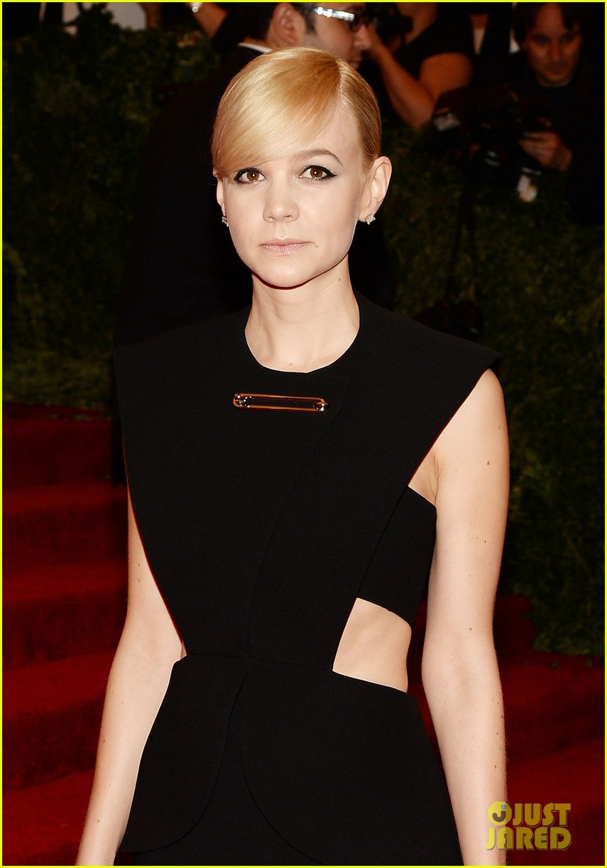 carey mulligan red carpet met ball 01