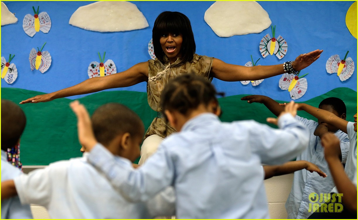 michelle obama kerry washington exercise with savoy school students 12