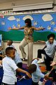 michelle obama kerry washington exercise with savoy school students 14