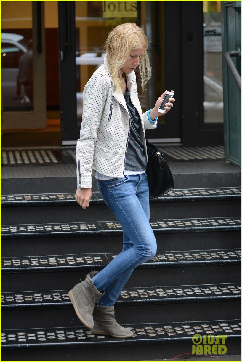 gwyneth paltrow gets caught in rain en route to photo shoot 03