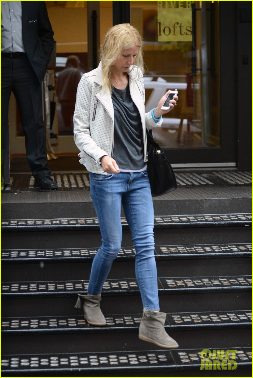 gwyneth paltrow gets caught in rain en route to photo shoot 13