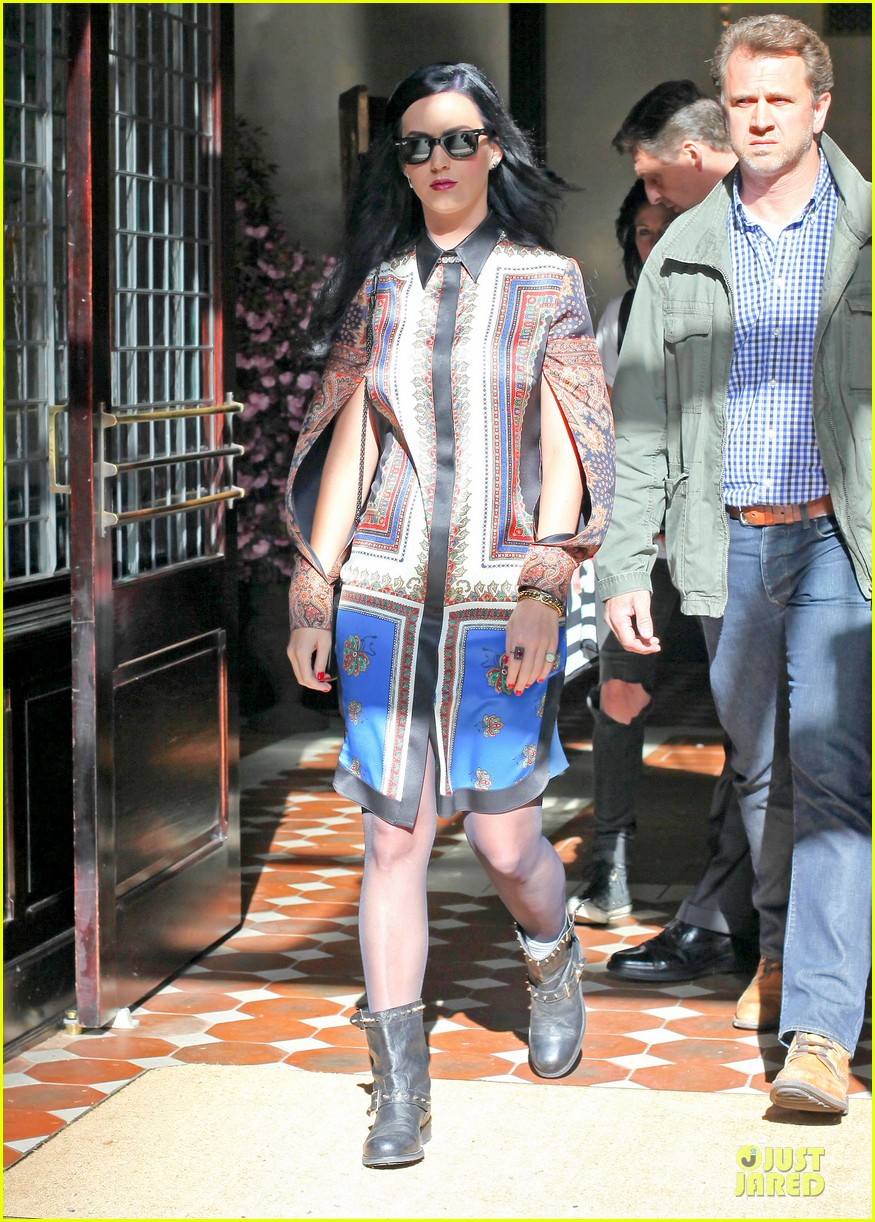 katy perry nyc hotel exit after killer queen unveiling 01