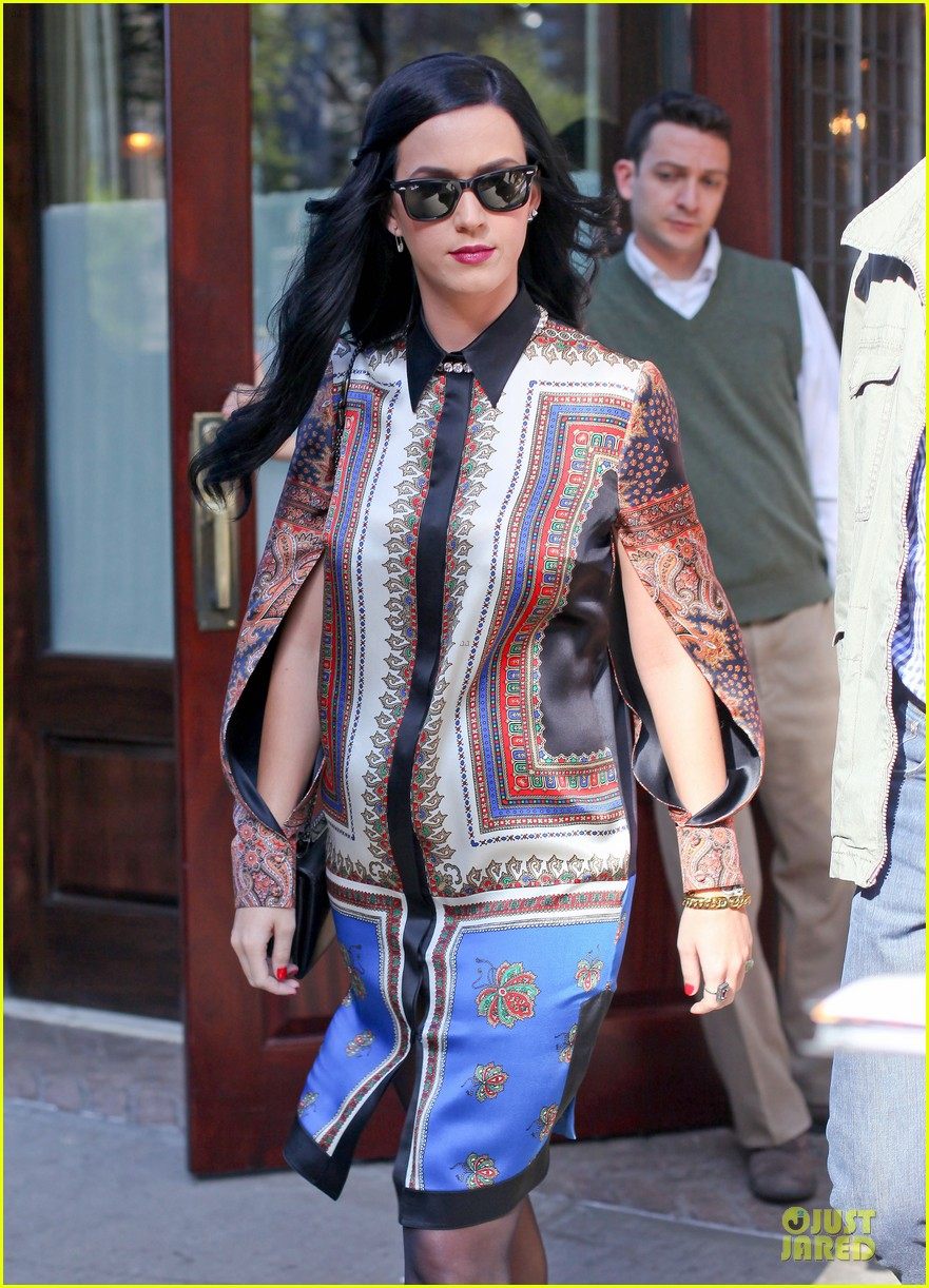 katy perry nyc hotel exit after killer queen unveiling 022863111