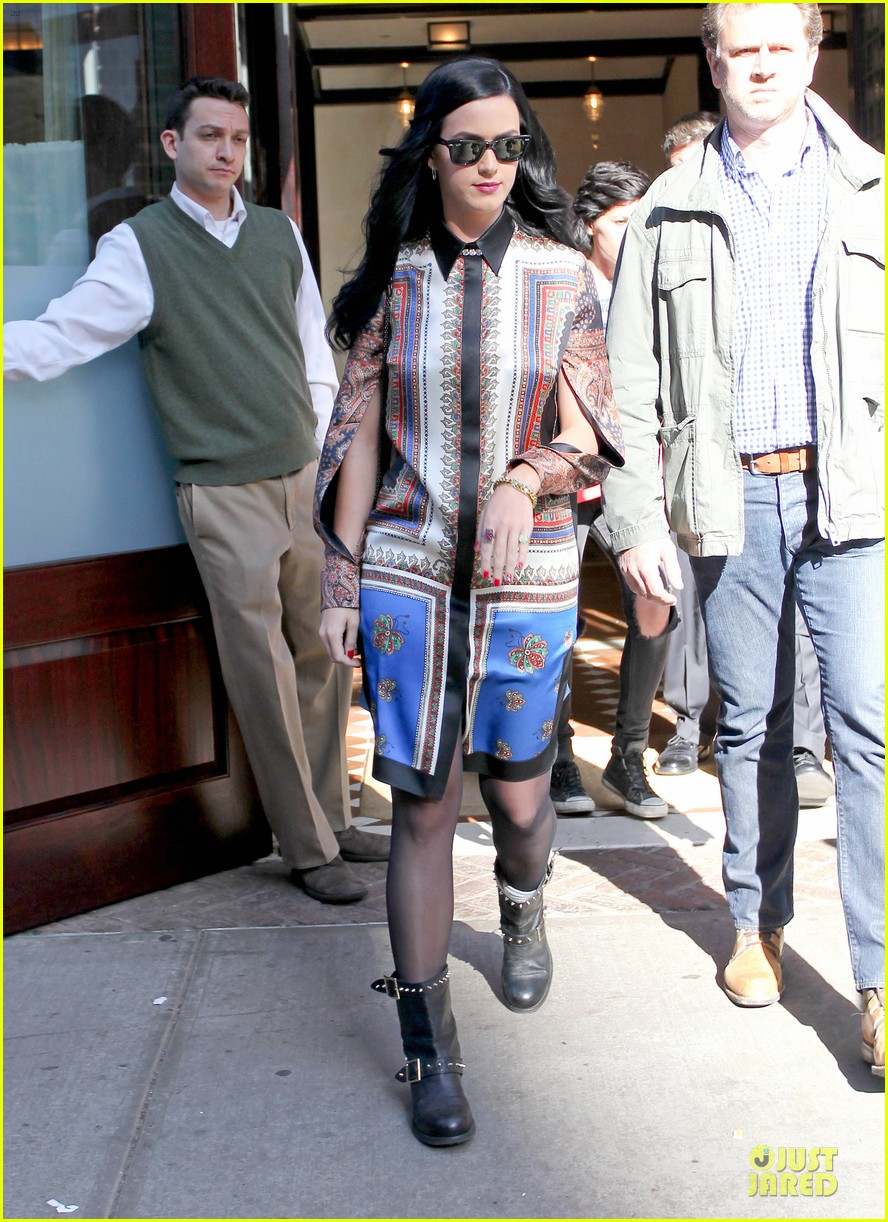 katy perry nyc hotel exit after killer queen unveiling 032863112