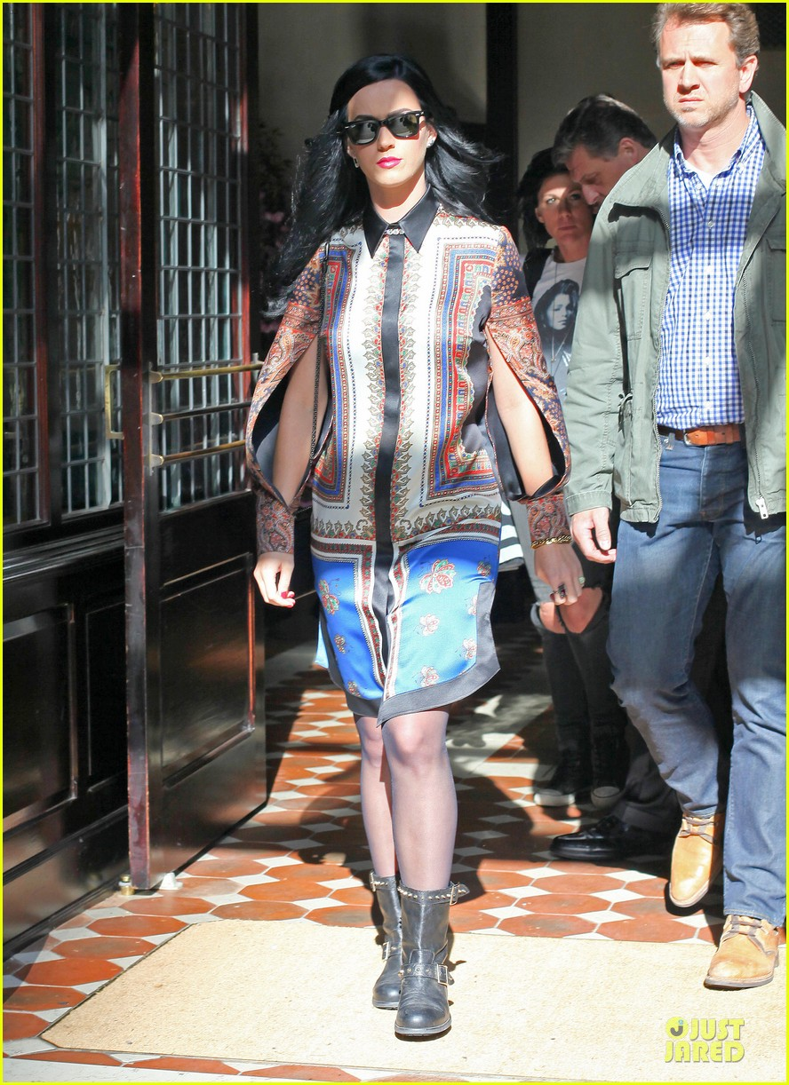 katy perry nyc hotel exit after killer queen unveiling 102863119