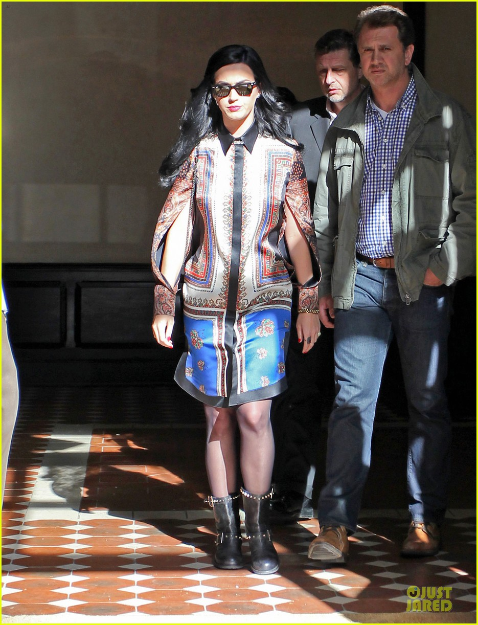 katy perry nyc hotel exit after killer queen unveiling 13