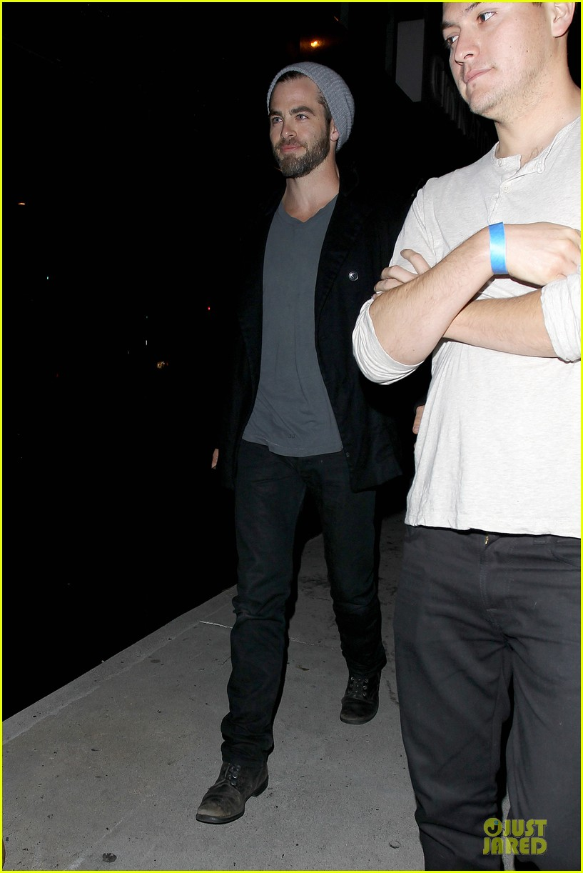 chris pine hold hands with mystery gal at bootsy bellows 01