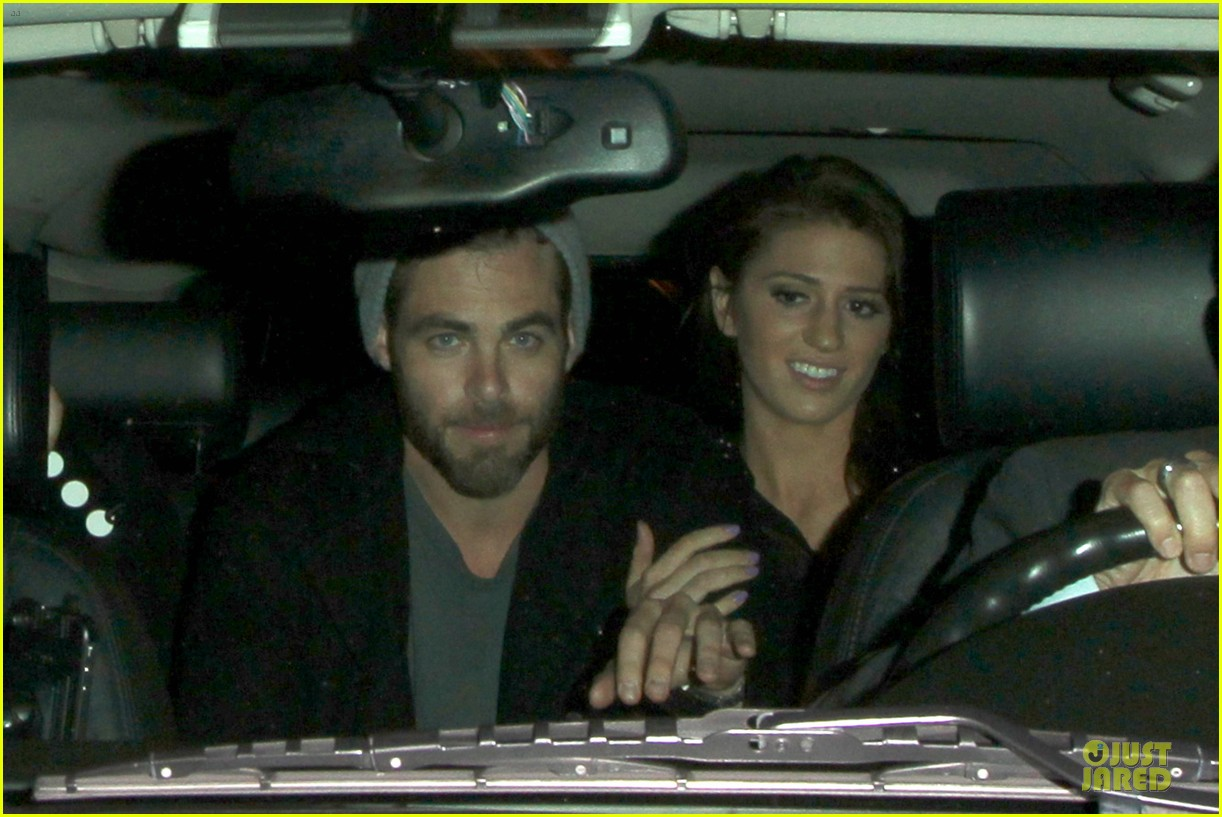 chris pine hold hands with mystery gal at bootsy bellows 102877872