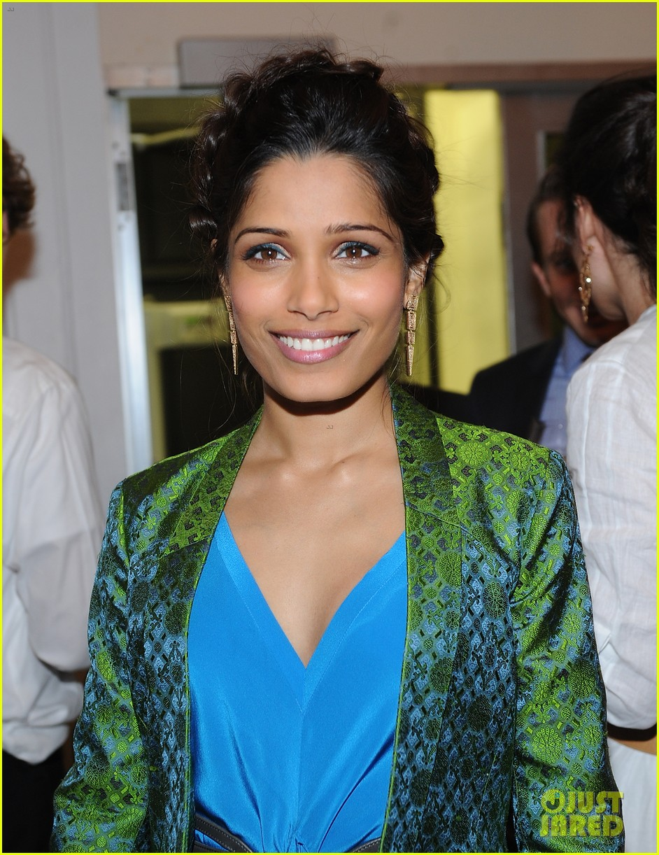 freida pinto maiyet varanasi silk capsule collection dinner 082867686
