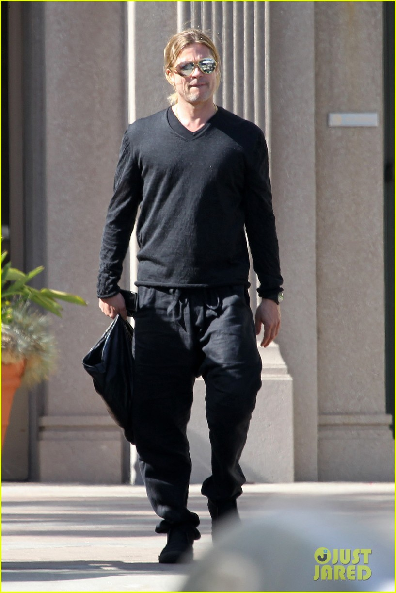 brad pitt steps out after angelina jolie double mastectomy 03