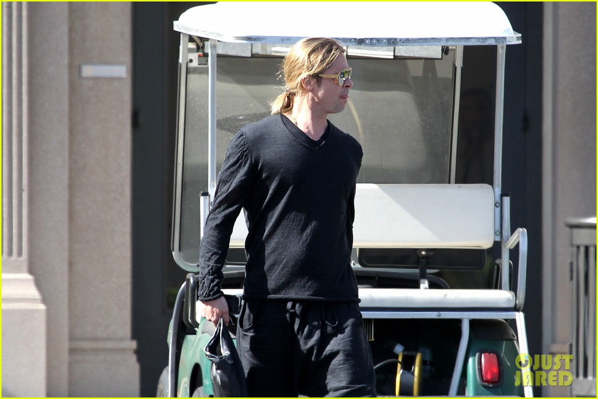 brad pitt steps out after angelina jolie double mastectomy 162871180
