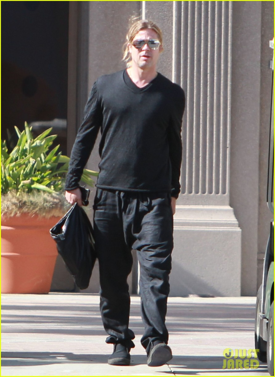 brad pitt steps out after angelina jolie double mastectomy 272871191