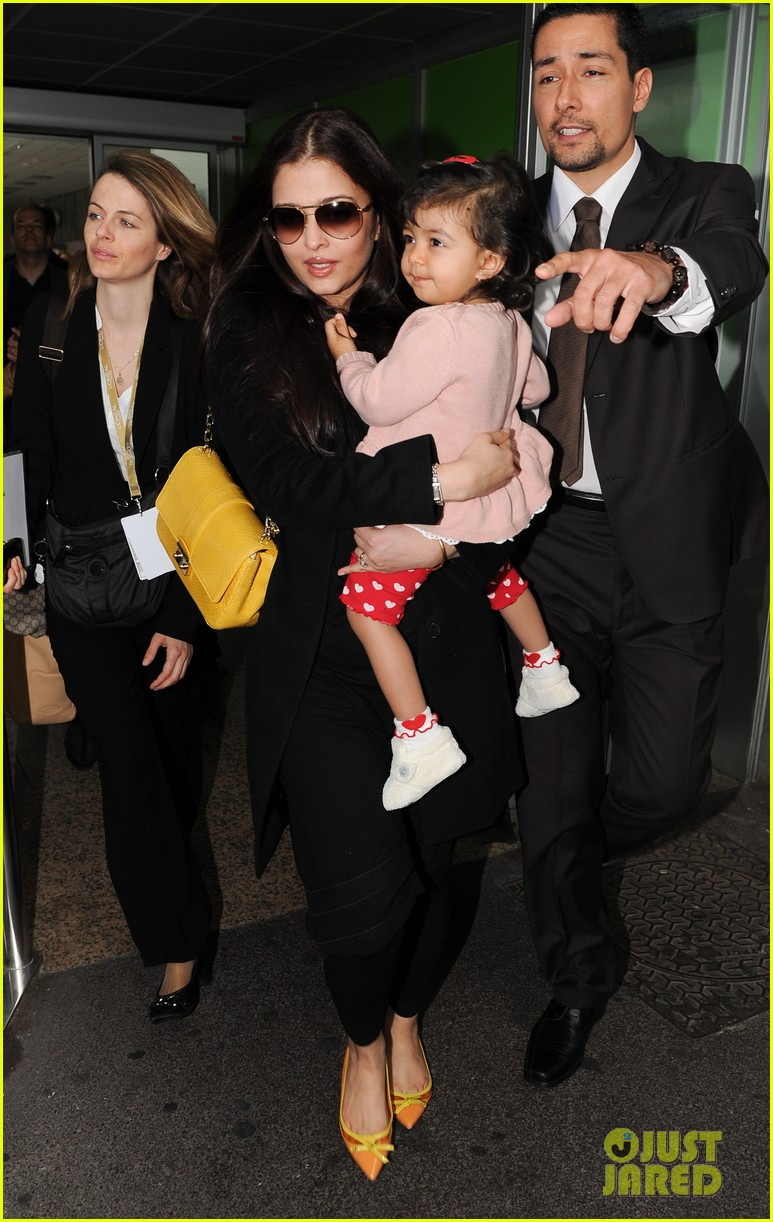aishwarya rai daughter arrive for cannes film festival 01