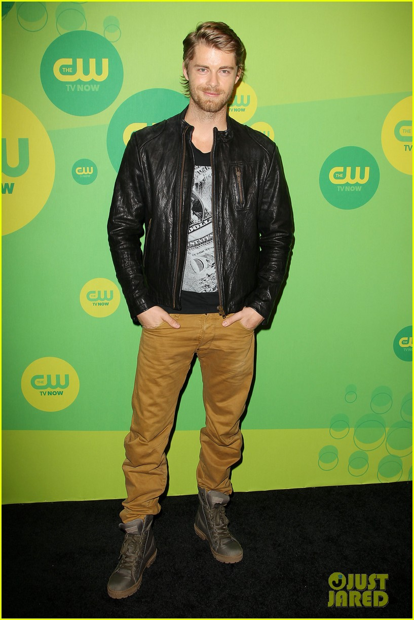 robbie amell matt lanter present new shows at cw upfront 45