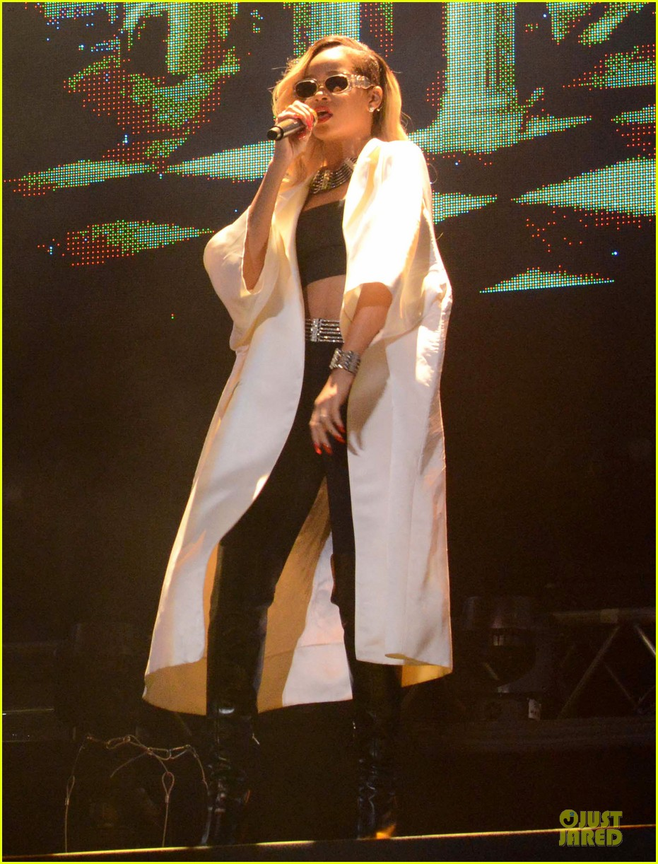 rihanna mawazine music festival performer 01