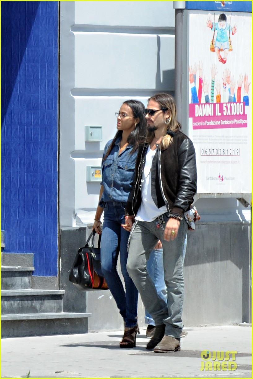 zoe saldana marco perergo kiss hold hands in italy 01