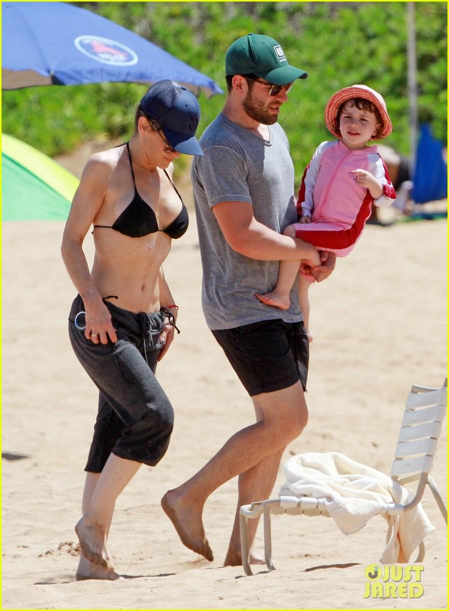 sarah shahi bikini family vacation with shirtless steve howey 14