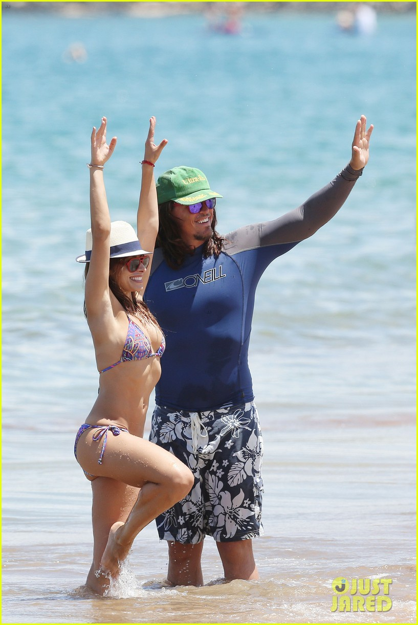 sarah shahi bikini family vacation with shirtless steve howey 232881163