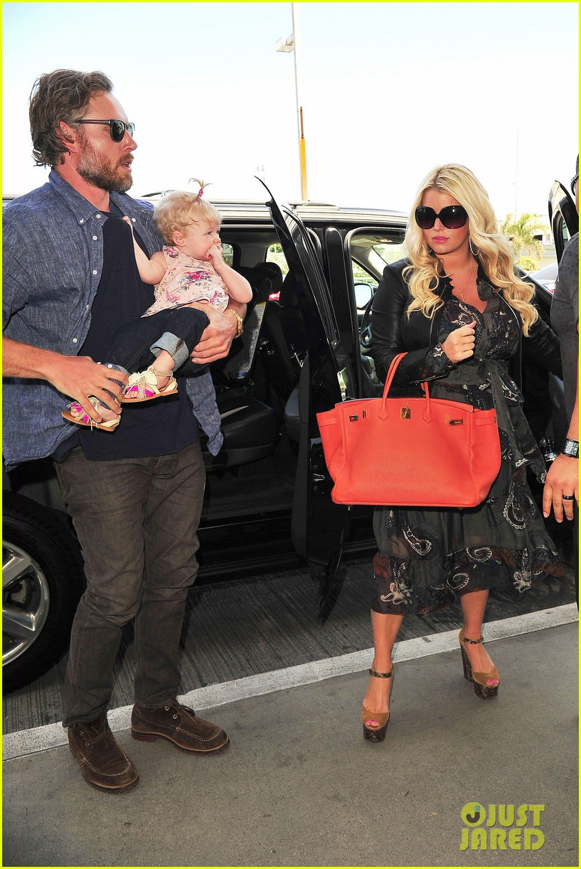 jessica simpson eric johnson family flight with maxwell 092863054
