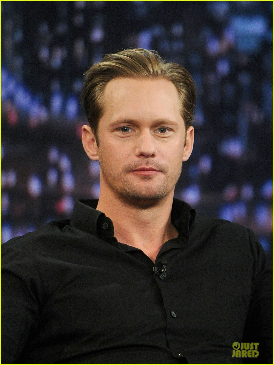 alexander skarsgard leg tattoo on fallon with carey mulligan 14