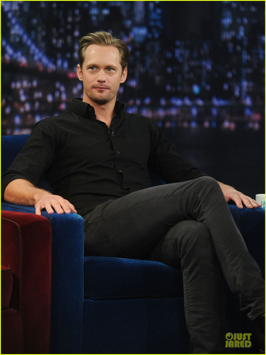 alexander skarsgard leg tattoo on fallon with carey mulligan 152863154